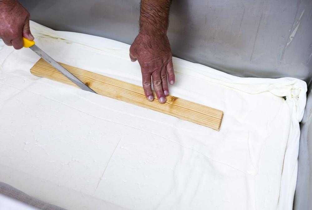 Výroba řeckého sýru feta