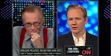Julian Assange v rozhovoru s Larry Kingem o uvolnění 400 000 dokumentů o Irácké válce na CNN. Zdroj: CNN