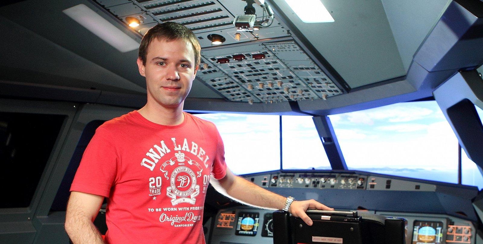 Olivera jsme fotili stylově v leteckém simulátoru iPilot Praha.