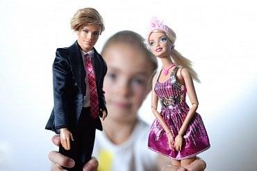 120na80.cz: Chtějí být jako Ken a Barbie. Končí jako trosky