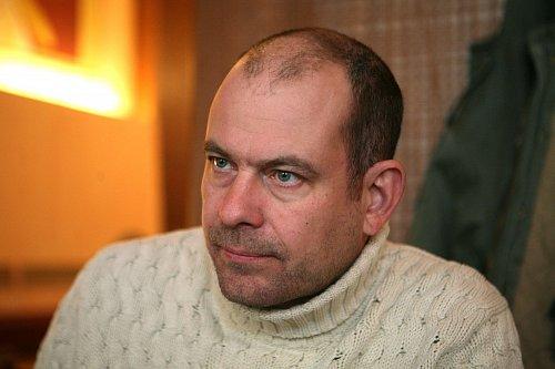 """""""U Ranního ladění se tento poměr po čtyřech měsících neukázal jako úplně ideální"""" uvádí důvod ke zrušení ranního vysílání generální ředitel stanice Marek Vítek."""