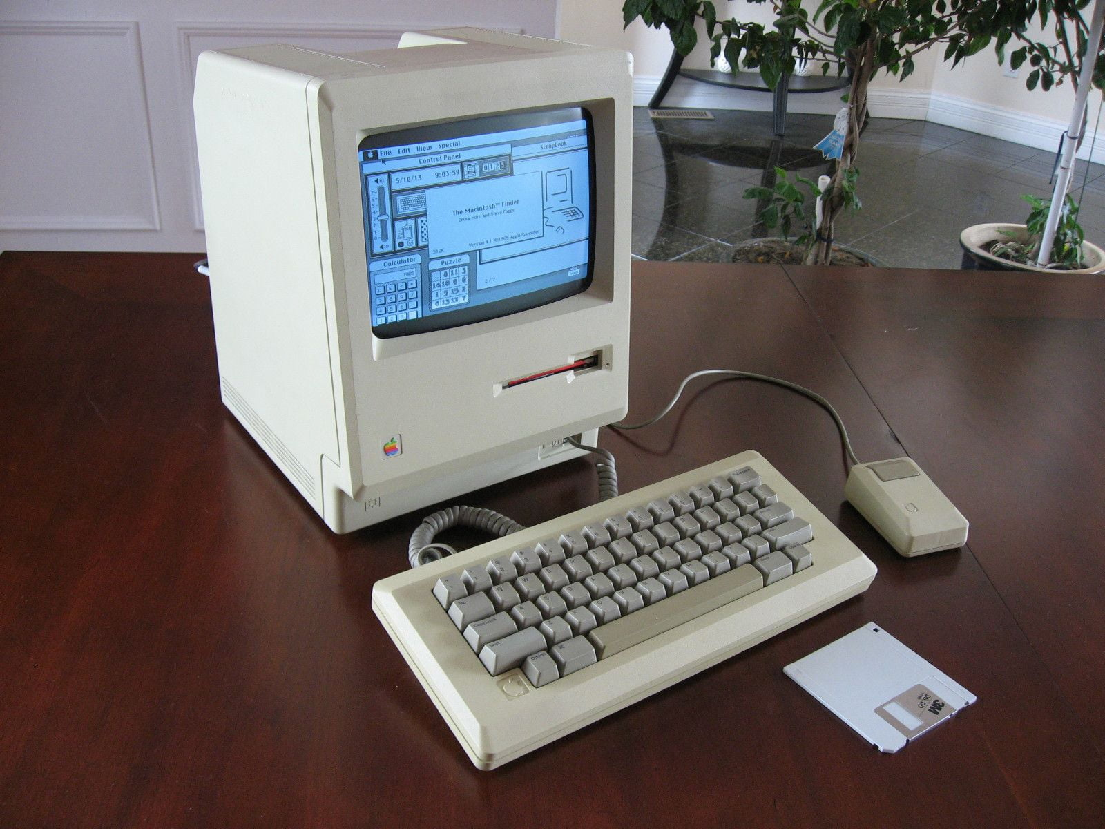 Apple Macintosh 1984