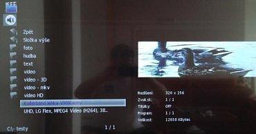 Na vstupní úrovni multimédií vidíte volby Film, Hudba a Foto, na tomto snímku pak vidět adresářový výpis, který televizor zvládl bez potíží a hlavně svižně udělat i z disku Freecom s kapacitou 1 TB.