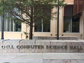 Počítačové sekce na University of Texas mají své slavné sponzory ze světa byznysu.