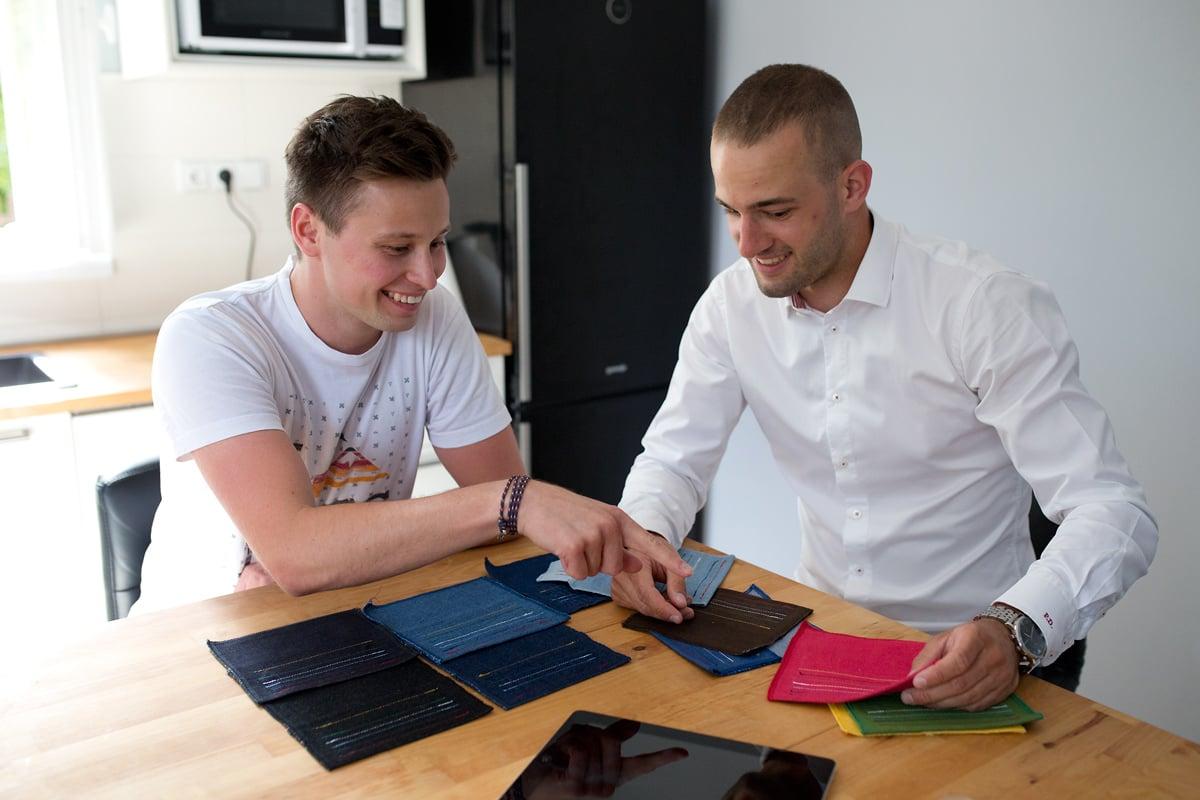 Už i v Česku si můžeme koupit džíny na míru. Je tu Jeans Maker.