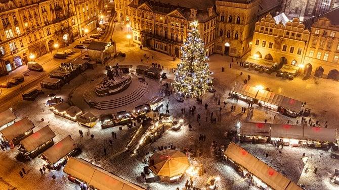 Vánoční trhy 2020? Ovýzdobu ani svařák lidé nepřijdou