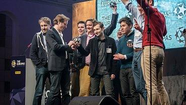 Ondřej Bobal přebírá cenu na The Europas, vBerlíně, 22. ledna 2013
