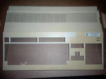 Kryt počítače po odstranění běžné špíny.