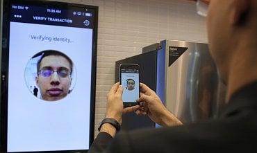 Platba přes aplikaci MasterPass pomocí selfie.