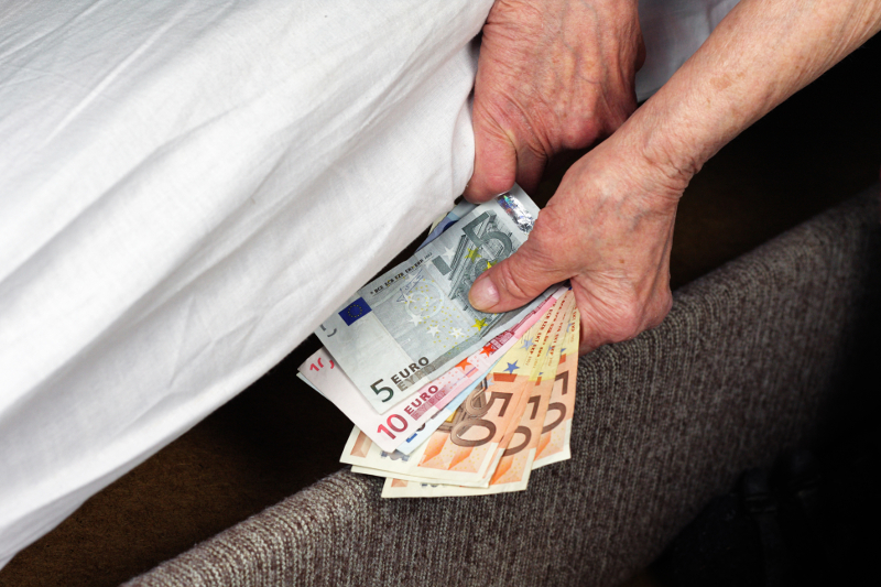 peníze, úspory, spoření, úroky, zhodnocení, spořicí účty