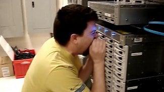 Root.cz: Nekřičte na servery, nedělá jim to dobře na disky