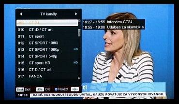 Seznam dostupných stanic se zobrazuje ve sloupci nalevo, načítá se i název běžícího a následujícího pořadu.
