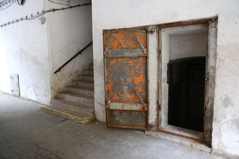 Kancelář firmy Offroadsafari vzniká v bývalém válečném krytu.