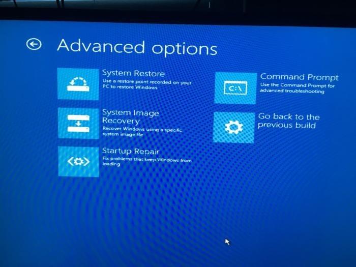 Obrazovka Upřesnit nastavení vám nabízí několik užitečných nástrojů pro řešení problémů a opravu počítače.