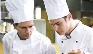 Proč nám v restauracích vaří muži?