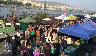 Dobrá zpráva: Farmářský trh Náplavka by měl zůstat na svémmístě