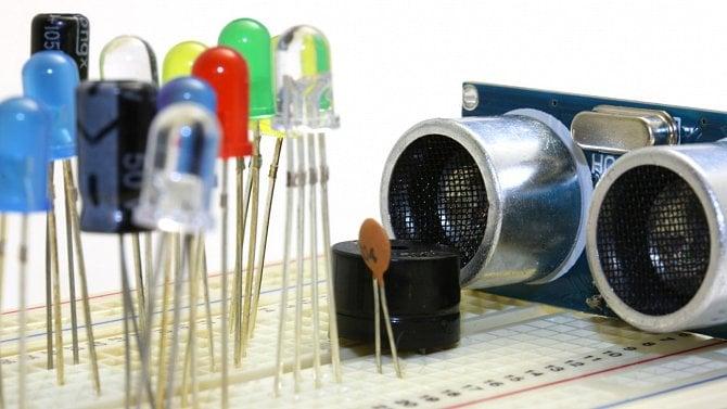 Multispektrální světelný senzor pro Arduino: prvek pro lepší rozlišení