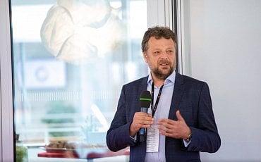 Vladimír Lazecký, zakladatel a předseda představenstva společnosti VIAVIS během své přednášky na konferenci Digitální identita