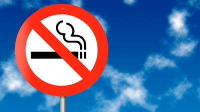 "Nápis ""Zákaz prodeje tabákových výrobkù osobám mladším 18let"" nestaèí"