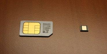 M2M SIM karta T-Mobile (vpravo, vlevo je klasická malá SIM karta)