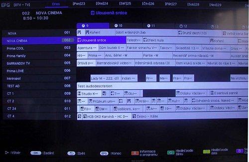 Stanic se na velký panel vejde spousta, ale zvuk z vybraného kanálu neslyšíte, stejně jako obraz. Přepínání mezi jednotlivými dny v týdnu, je zcela nahoře.