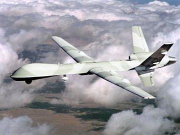 Bezpilotní letoun využívaný v armádě severoamerického státu: pro vzájemnou komunikaci a manévrování se používá software české firmy. Letoun se tak vyhne rizikovým oblastem i letounům vracejícím se z cílové oblasti.