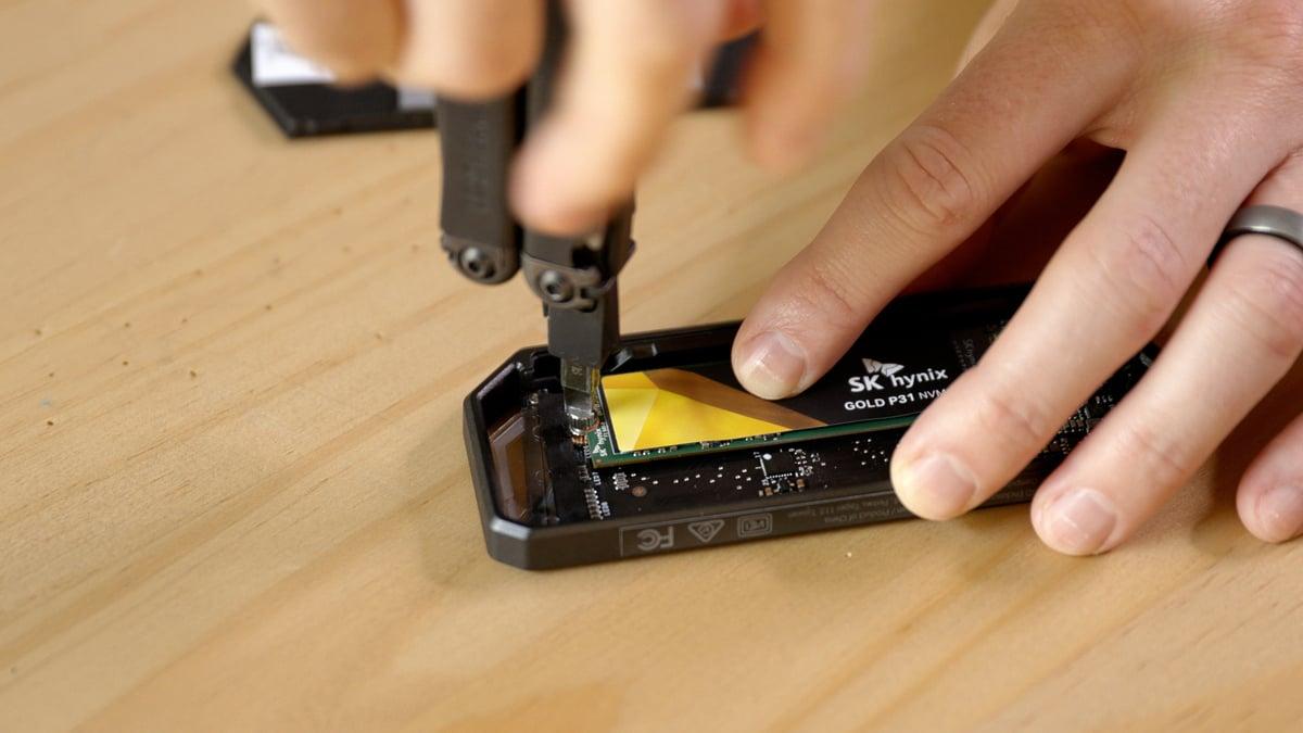 Výroba vlastního přenosného disku SSD je jednoduchá.