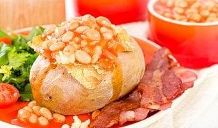 Ideální brambora pro pečení jacket potato? Velká a škrobovitá
