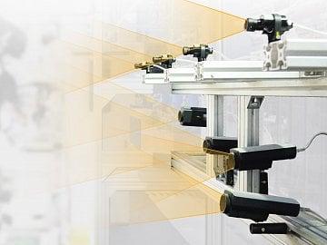 Kamery snímají zkoumané kusy v běžné a infračerveném světle, případně měří teplotu.