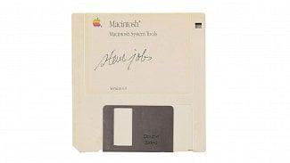Root.cz: Steve Jobs si podepsal disketu, teď šla do dražby