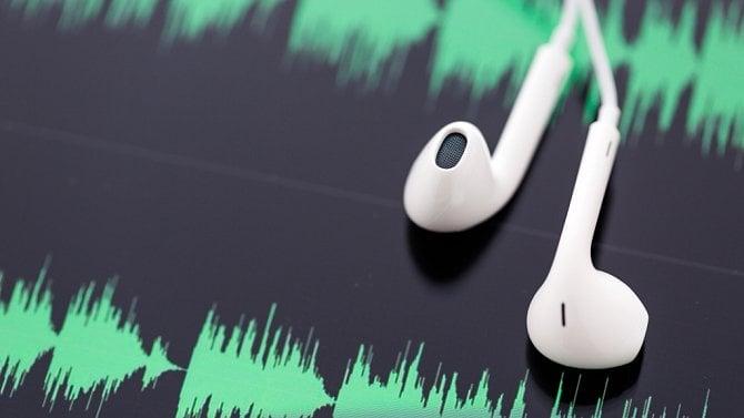 Podcasty posloucháme hlavně přes Spotify, zpomalování online videa a nový trik čínských prodejců