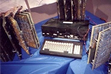 Asi jediná existující fotografie prototypu na CES. Autor neznámý.