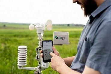 Meteorologická stanice Agdata pro měření mikroklimatu na poli.