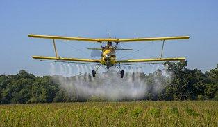 Zemědělci budou muset povinně hlásit letecké hnojení