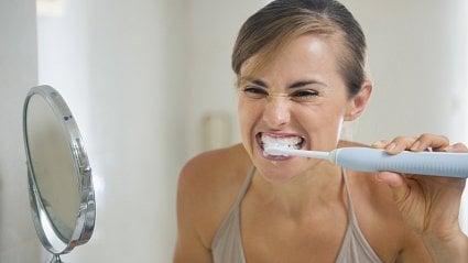 Vitalia.cz: 3nejčastější chyby při čištění, které vám kazí zuby