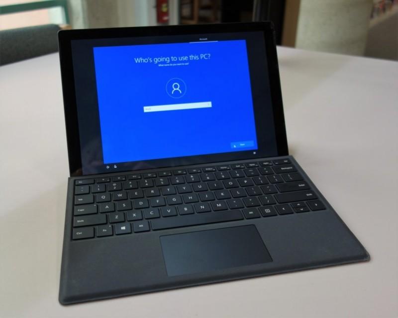 Přizpůsobení operačního systému Windows 10 začíná ve vašem novém počítači zadáním vašeho jména
