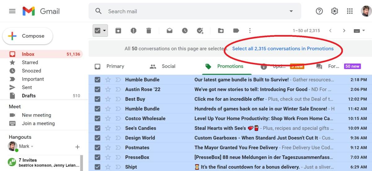 Pokud chcete na záložce Promoakce odstranit e-maily hromadně, pak klepněte vpravo na záložku Promoakce a následně vyberte zaškrtávací políčko, které se nachází vlevo nahoře. Tím najednou označíte všechny zobrazené e-maily.