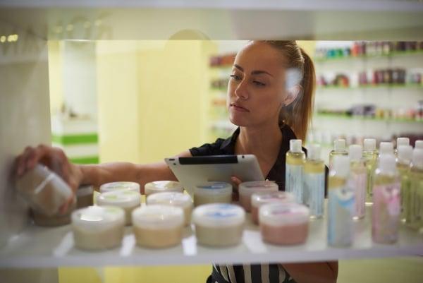 Výrobci mají povinnost uvádět plné složení výrobku, ne vždy to dodržují a ne každý se v uvedených ingrediencích vyzná