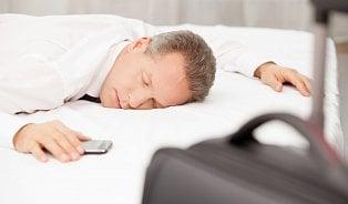 Když spíme na novém místě, levá hemisféra bdí