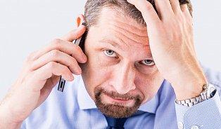 Mobil stále uucha je jeden zpříznaků hypománie