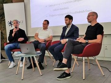 Zleva: Miloš Endrle (Geewa), Marek Španěl (Bohemia Interactive), Pavel Barák (GDACZ), Martin Frývaldský (Warhorse Studios)