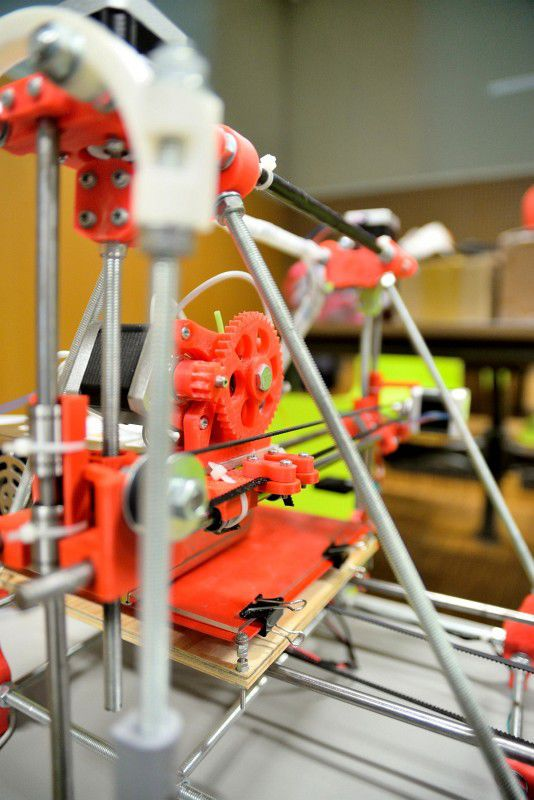 LinuxAlt 2013: 3D tisk, Vim, ovladače