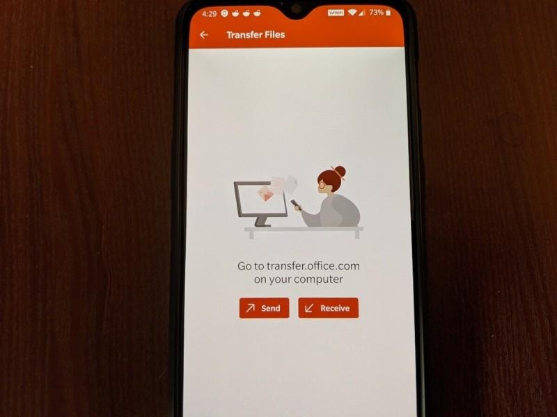 Aplikace Office vás přesměruje na tuto přechodnou stránku, která vám má usnadnit posílání souborů mezi vaším telefonem a počítačem. Je jen na vás, zda použijete elektronickou poštu nebo nějakou jinou aplikaci.