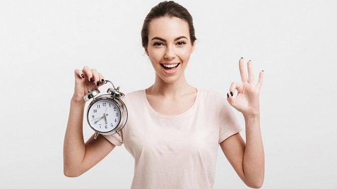 Dohodáři budou mít na žádost okompenzační bonus víc času než OSVČ a společníci
