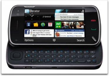 """Nokia N97 vypadá na obrázcích hezky, ve skutečnosti to byl ale špatně odladěný telefon. Měl málo hlavní paměti, aplikace se spouštěly pomalu, displej nebyl přesný a sociální funkce byly spíše na obtíž. Dočkal se čtyř verzí včetně """"mini""""."""
