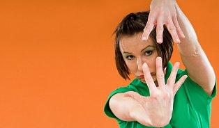 Kouzlo lupání kloubů: proč si rádi zakřupeme?