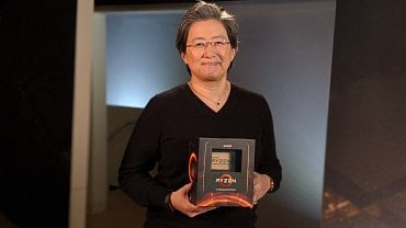 Lisa Su drží Threadripper 3000