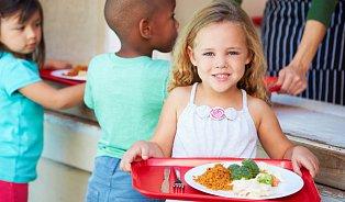 Hygiena bude celý školní rok sledovat obědy malýchdětí