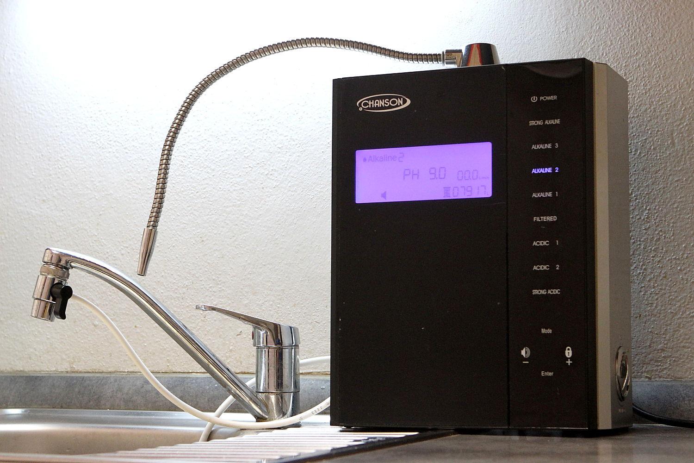 """Jak funguje ionizátor, stroj na """"živou"""" vodu?"""