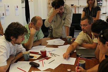 Zapojení všech účastníků během metody je klíčové - každý by měl vyjádřit svůj názor.